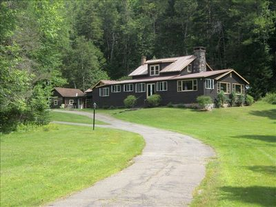 Lake Placid lodge rental - View of lodge as you enter up driveway.