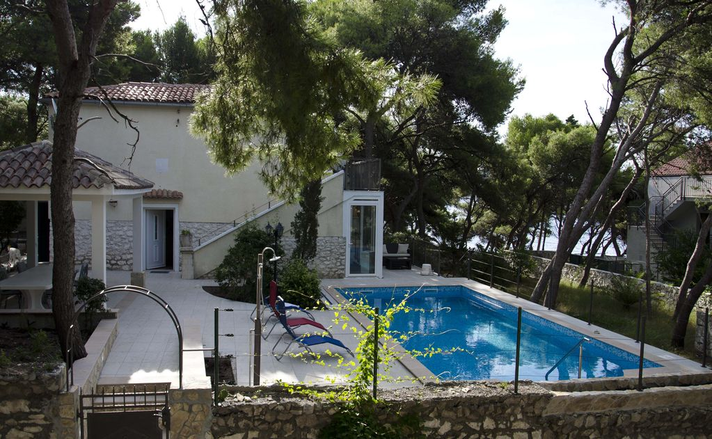 Accommodation 60 square meters, close to the sea, Hvar, Croatia