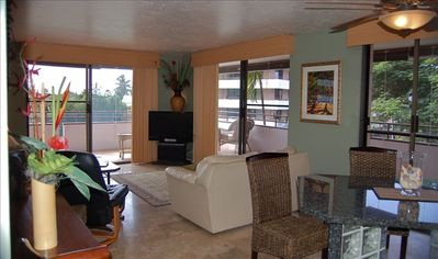 Kailua Kona condo rental - Living Room & Dining Room with 3 sliding glass doors to wrap around lanai