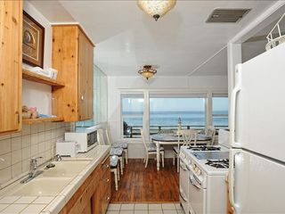 Malibu apartment photo - Fully equipped cottage kitchen