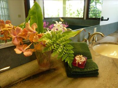 Princeville house rental - Upstairs master bath features double waterfall shower and large jacuzzi tub.