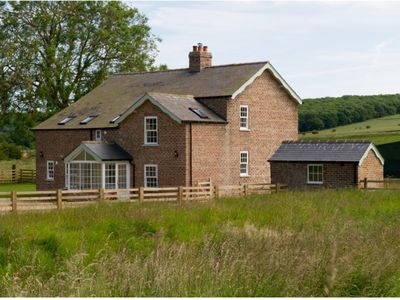 Beautiful Farmhouse -peaceful location,open countryside views and beach nearby