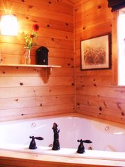 Pigeon Forge cabin photo - Master bath with jacuzzi