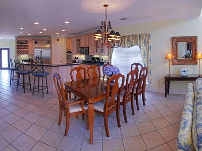 Fort Morgan house rental - Main level dining area