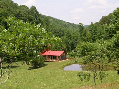 Secluded Spacious Cabin/Spa Bath/102 Acre Private Refuge/Pond/Creeks/Waterfalls,