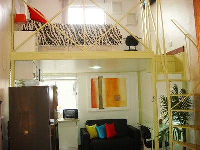 Lovely 1 Bed Loft, Steps from the Subway, Wifi, Air Cond, Cable