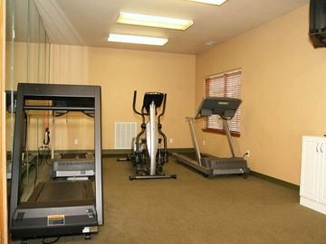 Treadmill and eliptical in the fitness room.
