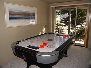 Vail townhome photo - Den - Air Hockey Table