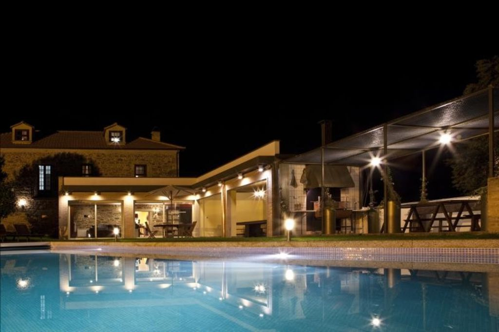 Cheap accommodation, 6000 square meters, with pool
