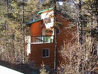 Luxury Chalet at Foot of Ski Mountains, 2 fireplaces, Hot Tub -