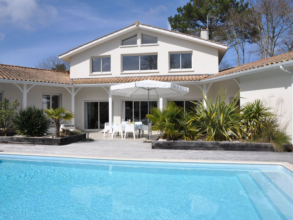 Amazing Accommodation Near The Beach, 220 Square Meters, , Arcachon, Aquitaine