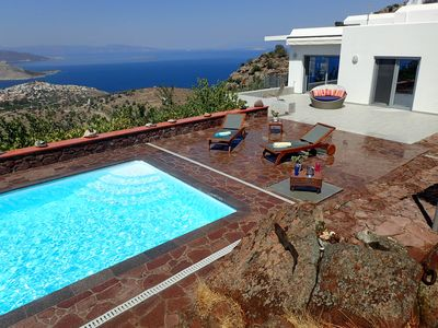 SPACIOUS - LUXURIOUS ART VILLA SEA VIEW WITH POOL AND GORGEOUS SUNSET!