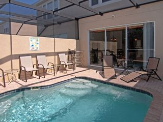 Windsor Hills townhome photo - Enclosed Lanai with Pool
