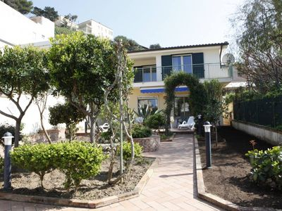 bright villa at 50 meters from the sea, with large garden, sandy beach, free wi-fi