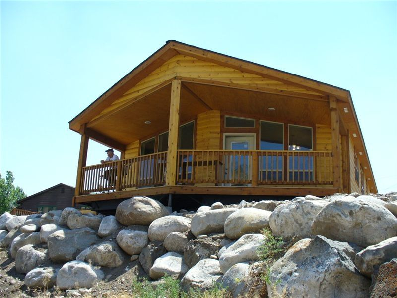 Big cabin on the yellowstone river 2 blocks vrbo for Log cabins in yellowstone national park