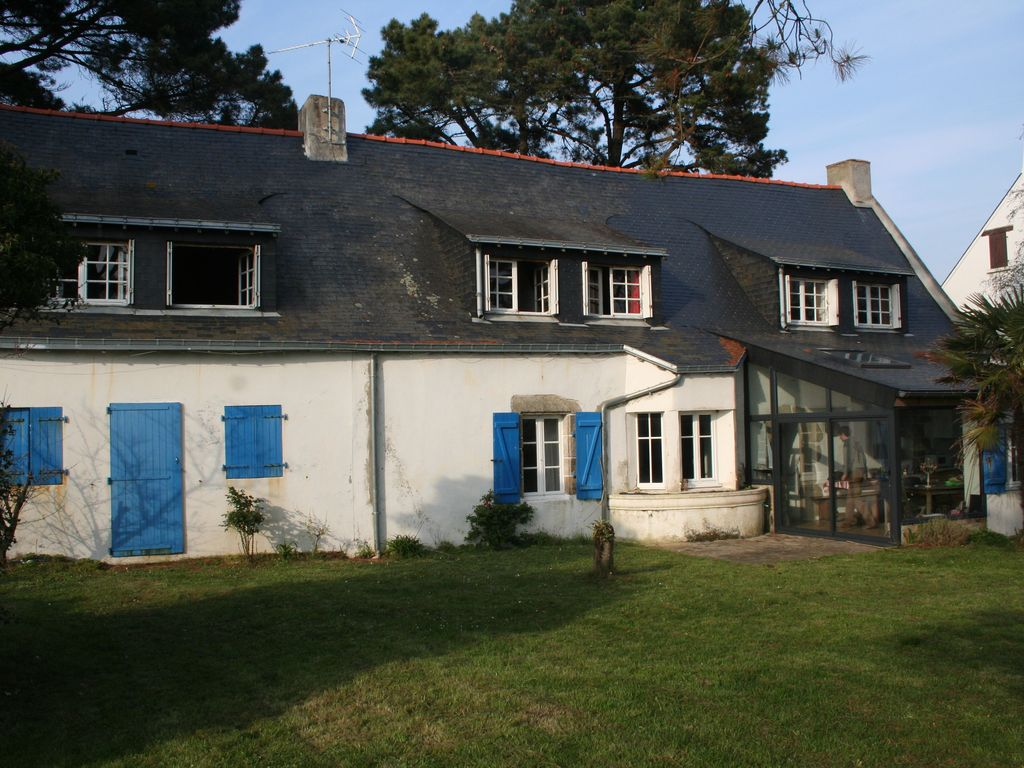 House 250 square meters, close to the sea