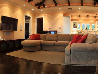 Lahaina villa photo - Plenty of lounging room in living room