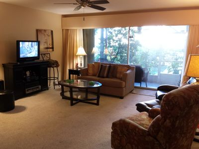 Waterfront pool and dock - walking distance from restaurants and activities