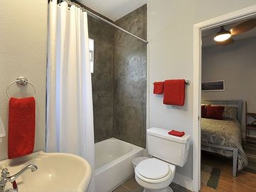 Shared Bath between Front and Middle Bedrooms