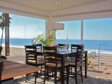 Dining With a view of dolphins & surfers. Seats up to eight.