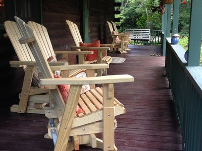 PERFECT LOCATION:  Romantic cabin, sleeps 7, Minutes walk to town square