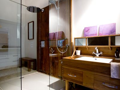 Rain shower and washing cabinet