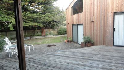Sea Ranch house rental - Back through courtyard and into Cottage/Studio
