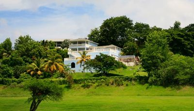 Blue Moon- 4bd villa with views of 18th hole of golf course in Rodney Bay