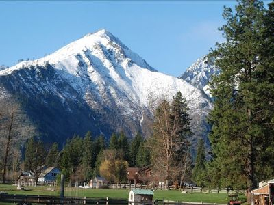 Leavenworth lodge rental - Mountain view from front deck