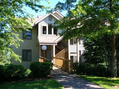 Beautiful Ski In/Ski Out, 3BR Condo on the Slopes