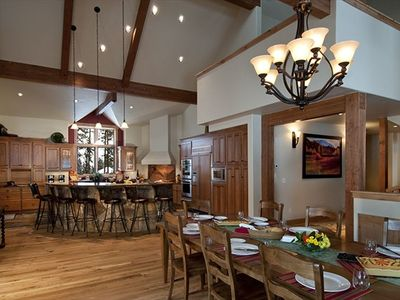 Bristlecone Lodge: Open, sunny, cozy living in two large common areas
