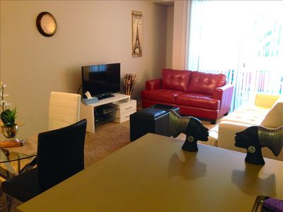 SANTA MONICA: 2BR Walk to the Beach, Pier and Shopping! FREE Parking and WIFI