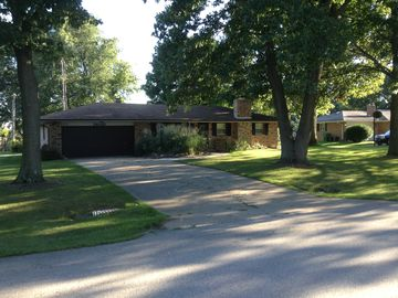 South Bend house rental - The Brick House on Rolling Oak Drive is 20 minutes from Notre Dame University.