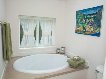 master bath (en suite in king bedroom)