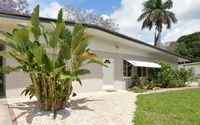 Comfortable Villa in quiet neighborhood, only 9 miles from Anna Maria Island