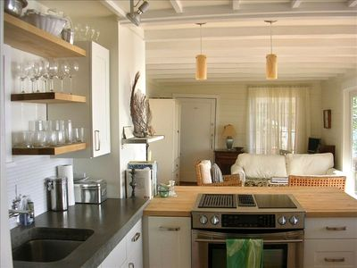 Beach Bungalow: Open kitchen to LR, deck & unbelievable views. Totally private!