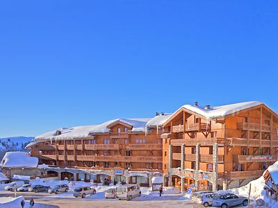 An apartment in a residential complex with a swimming pool and sauna. The complex is directly by the ski-run.