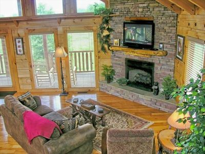 42 inch Large Flat Screen TV - Stacked Stone Fireplace - Spacious Cabin!
