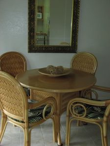 Kailua cottage rental - Just enough room for a small dinner party.