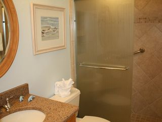 Sanibel Island condo photo - Newly renovated guest bathroom