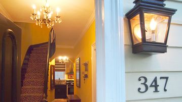 Savannah house rental - A warm, Savannah welcome greets you at the Historic Lavinia Low House!