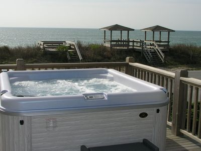 the hot tub overlooking beach cross-over and ocean.