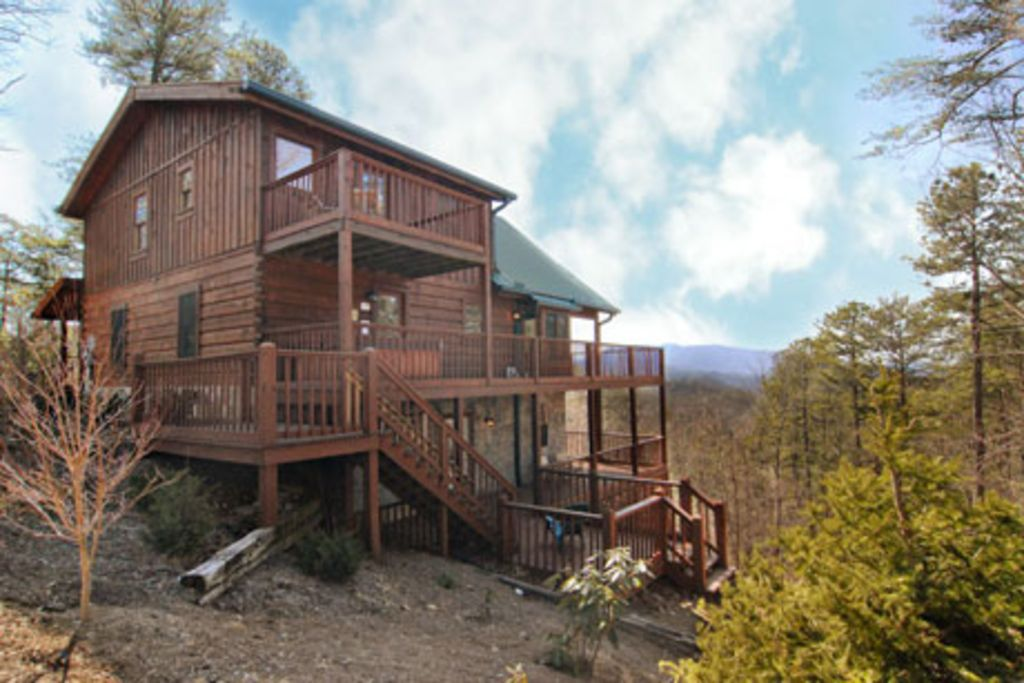 Tennessee holiday cabin secluded luxury cabin on 9 acres with for Secluded cabin rentals on lake tennessee