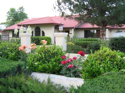 Sedona house rental - Roses at front