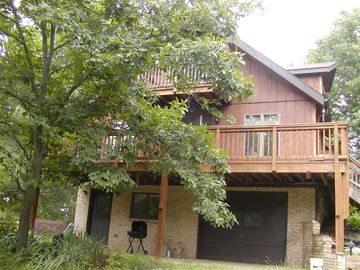 Harrisonburg chalet rental - Relax on this deck!