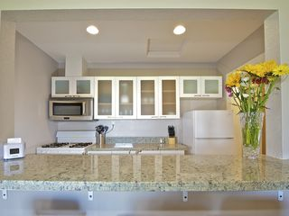 Mission Beach apartment photo - Kitchen bar with 3 bar stools