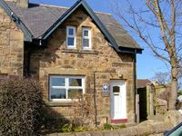 JASMINE COTTAGE, pet friendly, with a garden in Alnmouth, Ref 24139