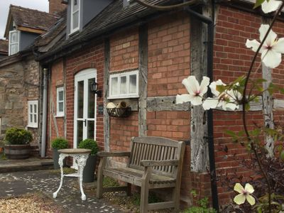 Shropshire Hills 300 year old cottage ideal for Ironbridge and Much Wenlock