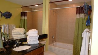 Perdido Key condo photo - Large Guest Bath-2 Sinks,Granite,Window, Large Tub- 10th flr.