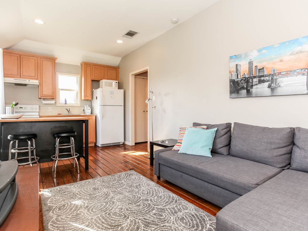 One bedroom garage apartment in central austin vrbo for 1 bedroom garage apartment